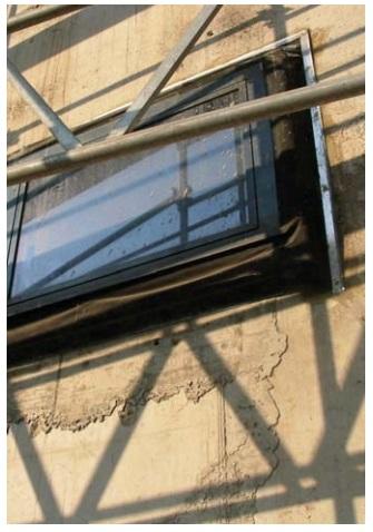 Окно с выступом на фасаде здания